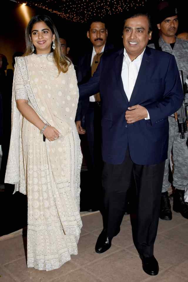 isha with dad mukesh ambani at poorna patel reception