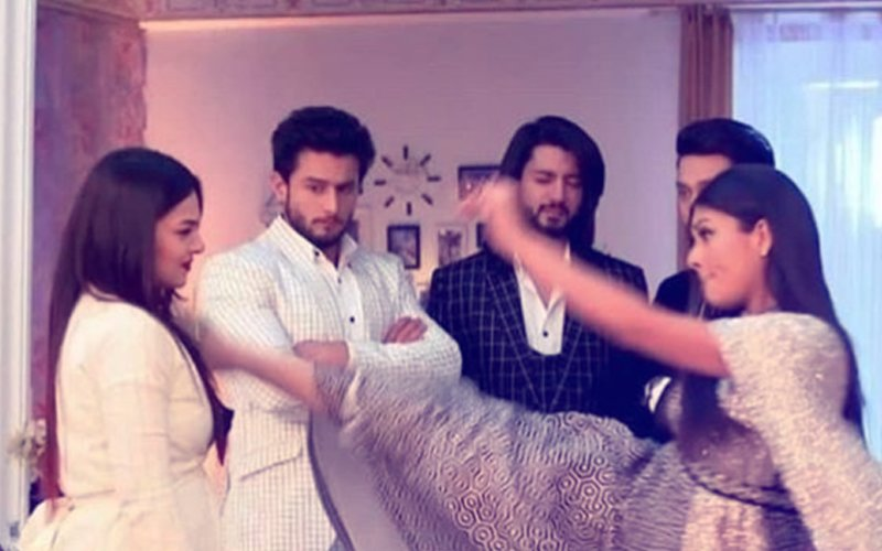 Ishqbaaz Makers Get Trolled As Mansi Srivastava Kicks Nehalaxmi Iyer's Face