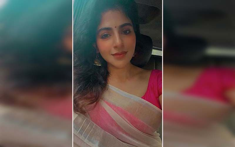 Iswarya Menon Sways Her Toned Waistline In A Sultry Saree Look