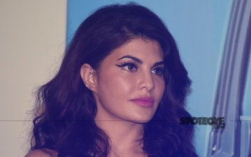 Say What! Fans Misbehave With Jacqueline Fernandez; Varun Dhawan Comes To Her Rescue