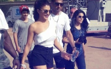 Justin Bieber In Mumbai: Popstar's Bollywood Host Jacqueline Fernandez Walks In Looking Glamorous