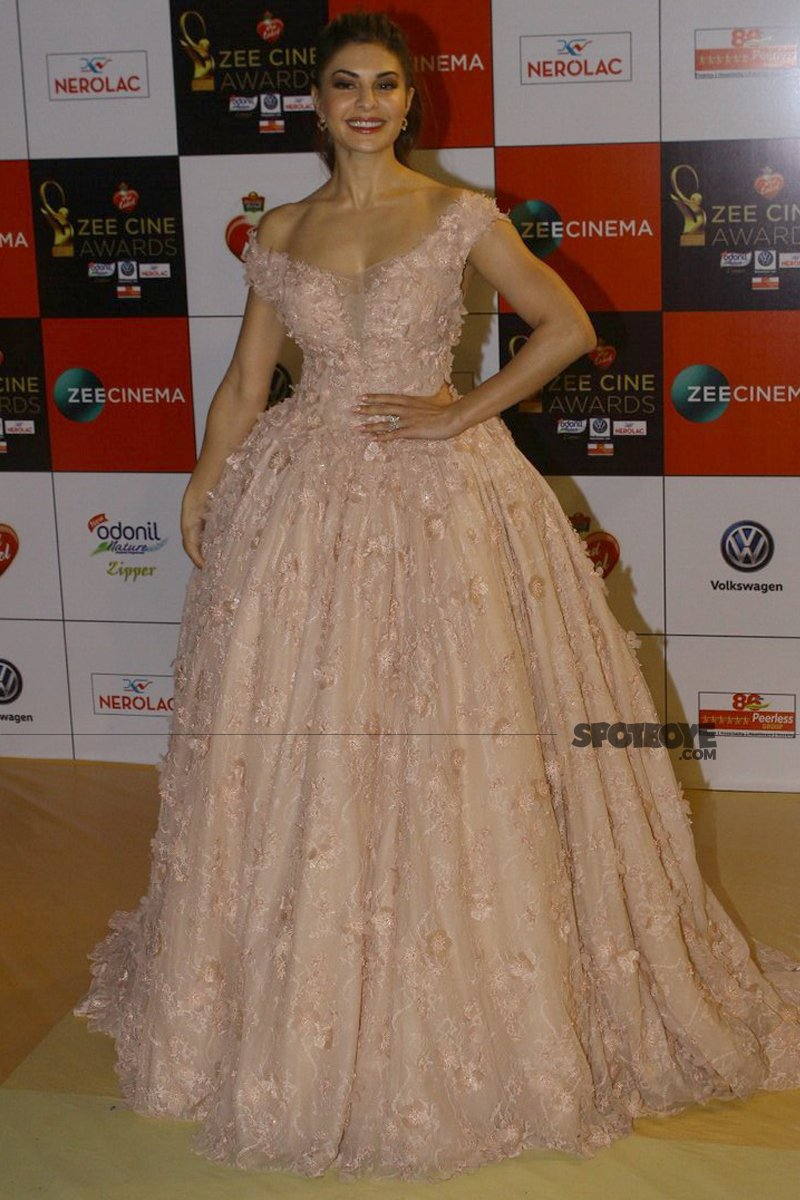 jacqueline fernandez at zee cine awards