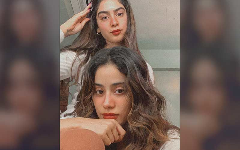 Khushi Kapoor Showcases Her 'Happy' Mood That Looks Picturesque But Sister Janhvi Kapoor Thinks It's 'Sad'