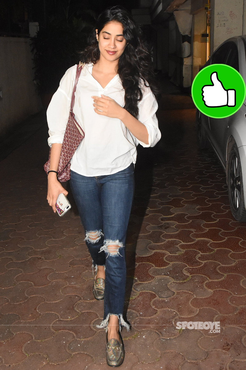janhvi kapoor snapped outside arjun kapoor house