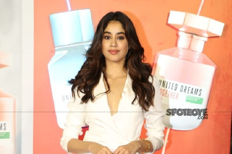 Janhvi Kapoor's Sensational Backless Top And Pink Hotpants Look Has A Shah Rukh Khan Inspired Twist; DDLJ Fans Will Know It INSTANTLY