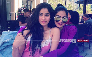 Not Without Mom: Janhvi Kapoor Carries Sridevi's Photograph To Dhadak Screening