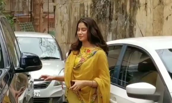 Janhvi Kapoor Gets Called 'Gawar' For Sitting With Her Feet Up On Dashboard, Netizens Question Her Lack Of Education And Manners; Oh, C'mon Now