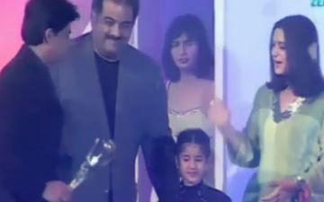 Throwback Video: जब 16 साल पहले जान्हवी कपूर ने शाहरुख़ खान को पेश किया 'बेस्ट एक्टर' का अवार्ड
