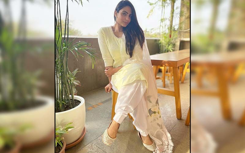 Japji Khaira Looks Stunning Posing For A Sunkissed Picture Amid Lush Fields In Punjab