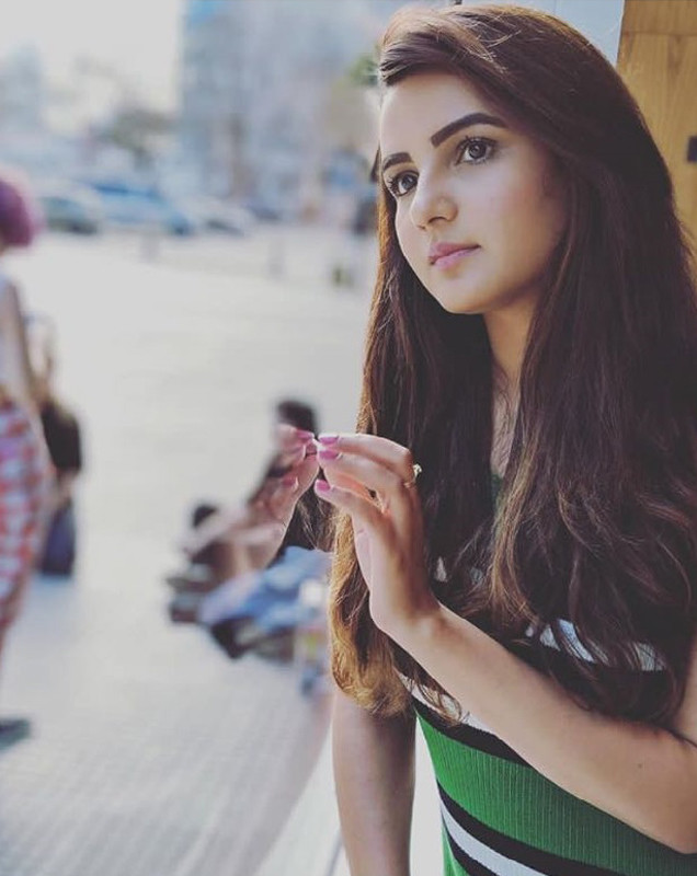 jasmin bhasin is lost in some thoughts