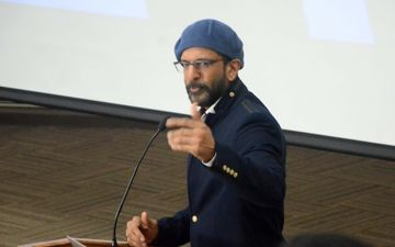 अलग-अलग राय रखने का मतलब कोई राष्ट्र विरोधी नहीं हो जाता: जावेद जाफरी