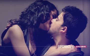SHOCKING! Brother-Sister Duo Jayashree Venkataramanan & Akhlaque Khan Kiss Passionately