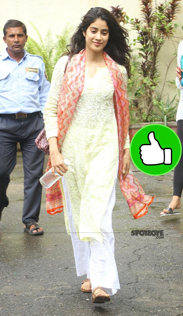 jhanvi kapoors simple and elegant look is impressive