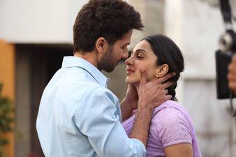 एडल्ट रेटेड फिल्म 'कबीर सिंह' देखने के लिए आधार कार्ड से छोड़छाड़ कर रहे हैं कम उम्र के लड़के