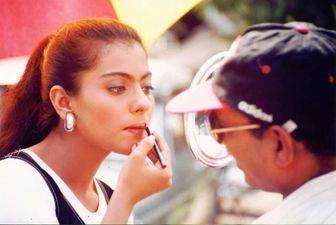 90 के दशक की तस्वीर शेयर कर काजोल ने अजय देवगन और शाहरुख खान से पूछ डाला ये सवाल
