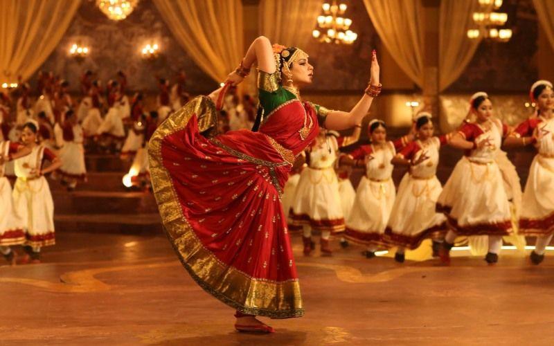 Thalaivi: Kangana Ranaut As Jayalalithaa Excels In A Difficult Bharatanatyam Pose In This New Still
