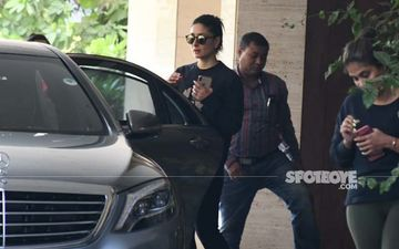 Kareena Kapoor Khan Ditches Pilates On Friday; Takes Up Functional Training Instead - PICS