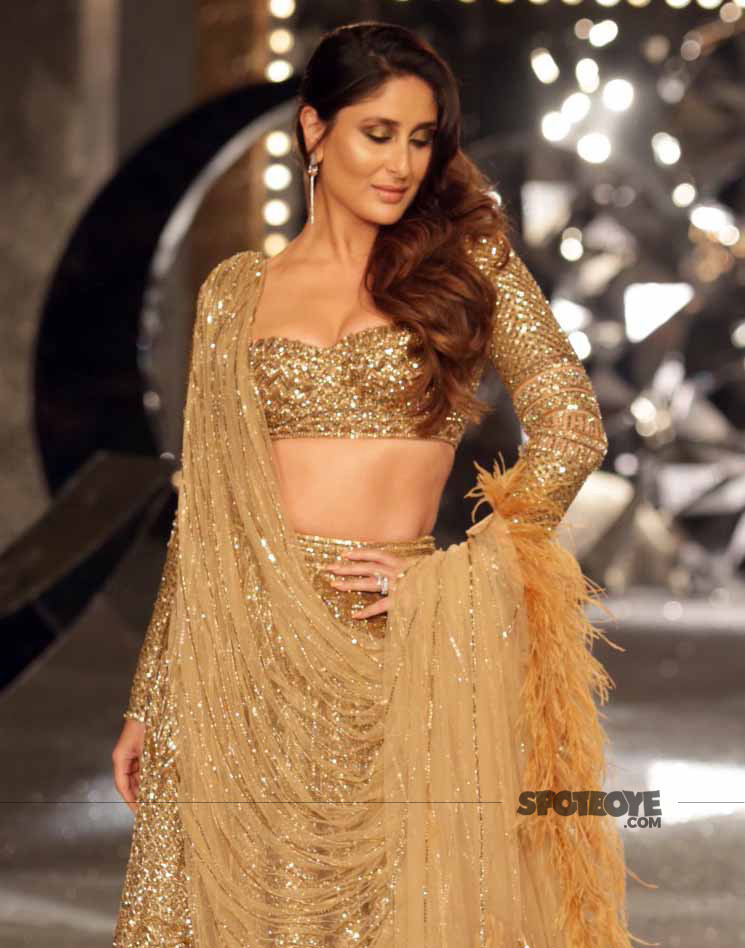 kareena kapoor looks stunning