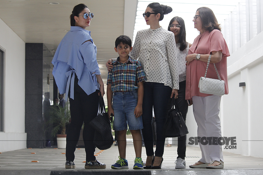 kareena kapoor shows off her back to the paps