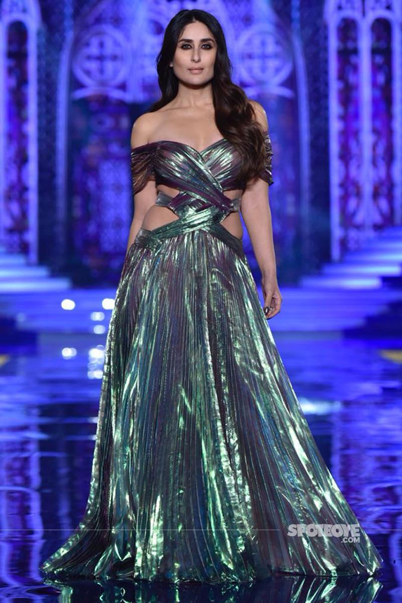 kareena kapoor walks for the grand finale of lakme fashion week 2018
