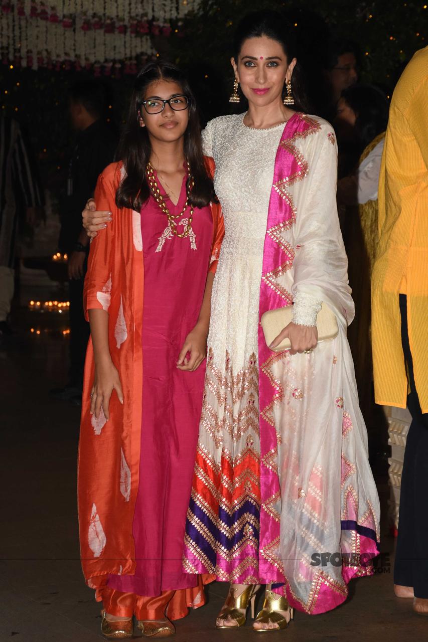karisma kapoor with her daughter at ambani ganpati celebration