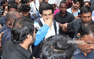 Kartik Aaryan Mobbed In New Delhi; Guards His Look Of Aaj Kal