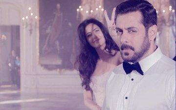 Fab Friday: Katrina Kaif Photobombs Salman Khan's Intense Picture On The Sets Of Tiger Zinda Hai