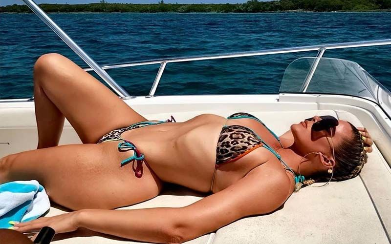 Khloe Kardashian Refuses To Show Up For Emmy Awards But Spends The Night Posting HOT Pictures In A Tell-All Bikini