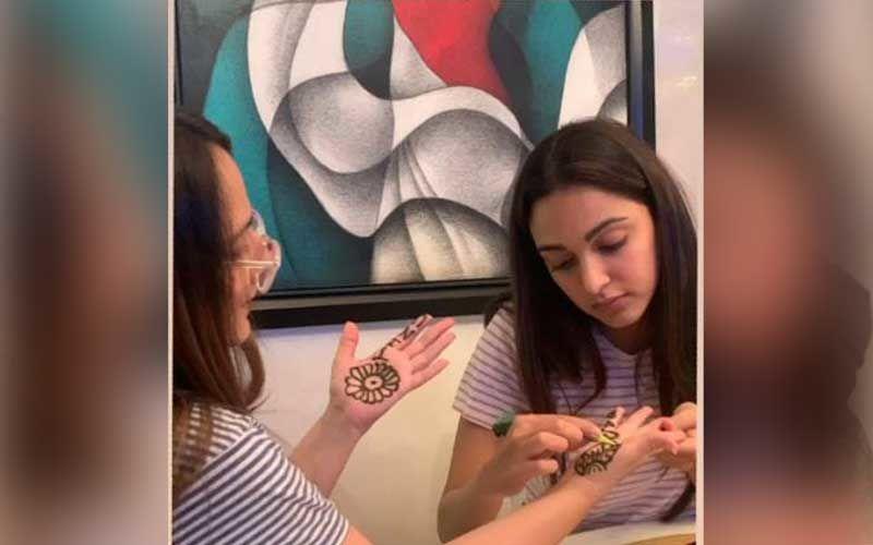 Karwa Chauth 2020: Sidharth Malhotra's Rumoured Girlfriend Kiara Advani Applies Mehendi On Her Mother's Hands