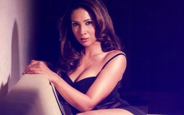 Kim Sharma Served Notice By Mumbai Police In SUV Case