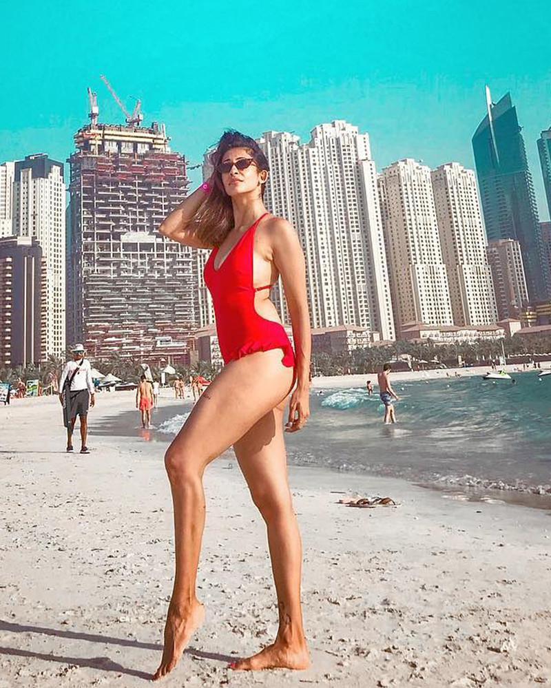 kishwer merchant poses by the beach in dubai