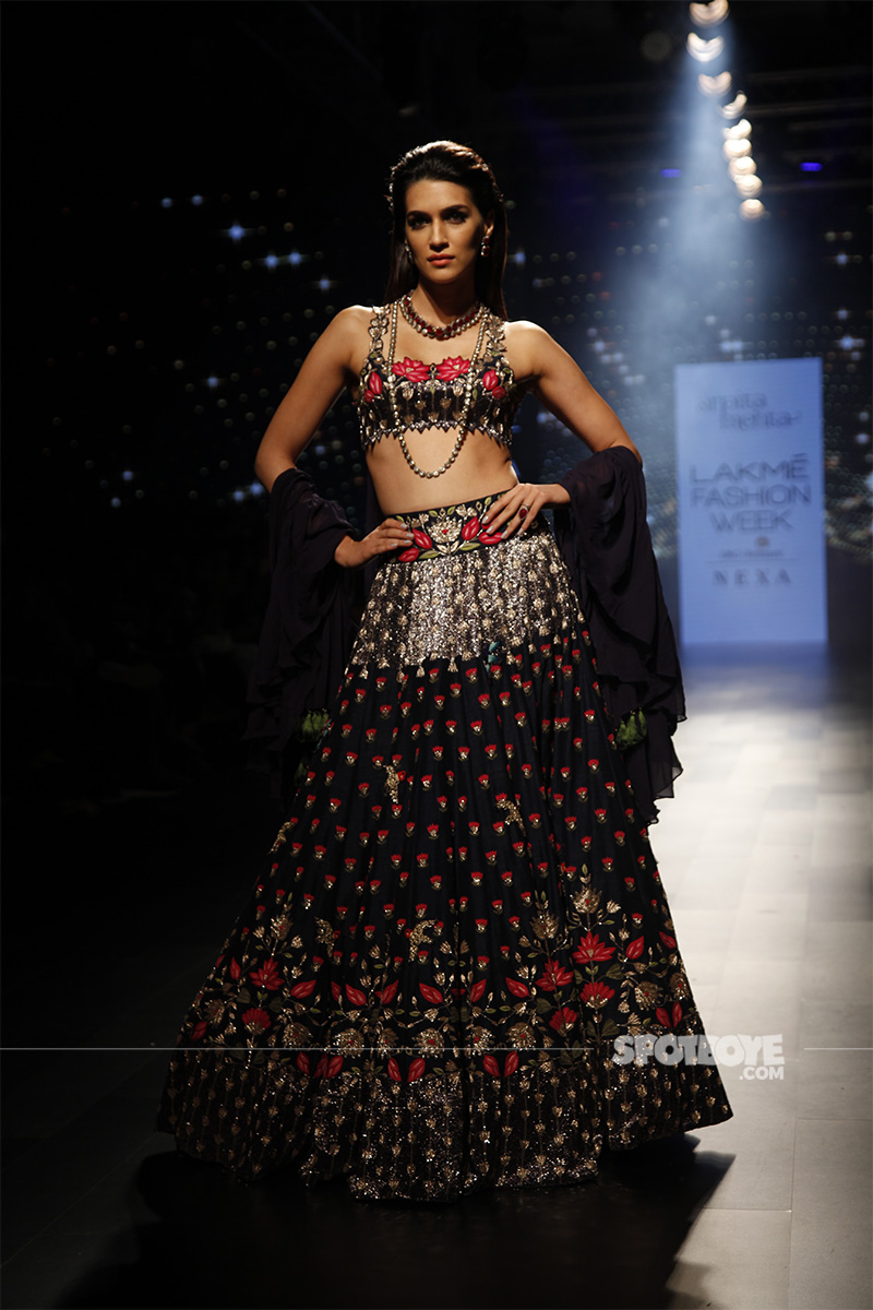 kriti sanon at lakme fashion week