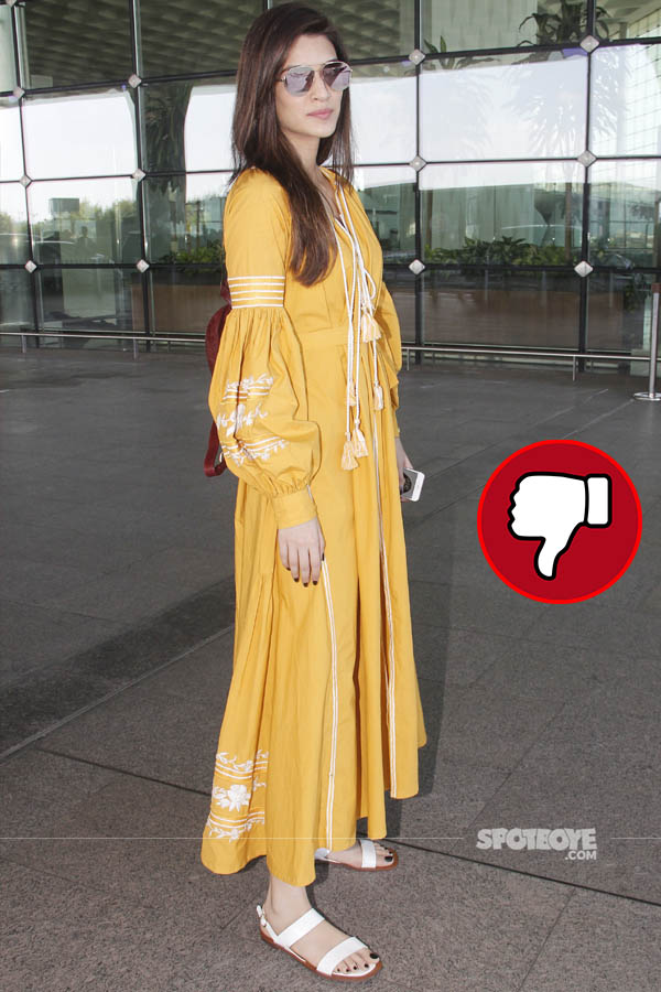 kriti sanon snapped at the mumbai airport enroute the ipl finale