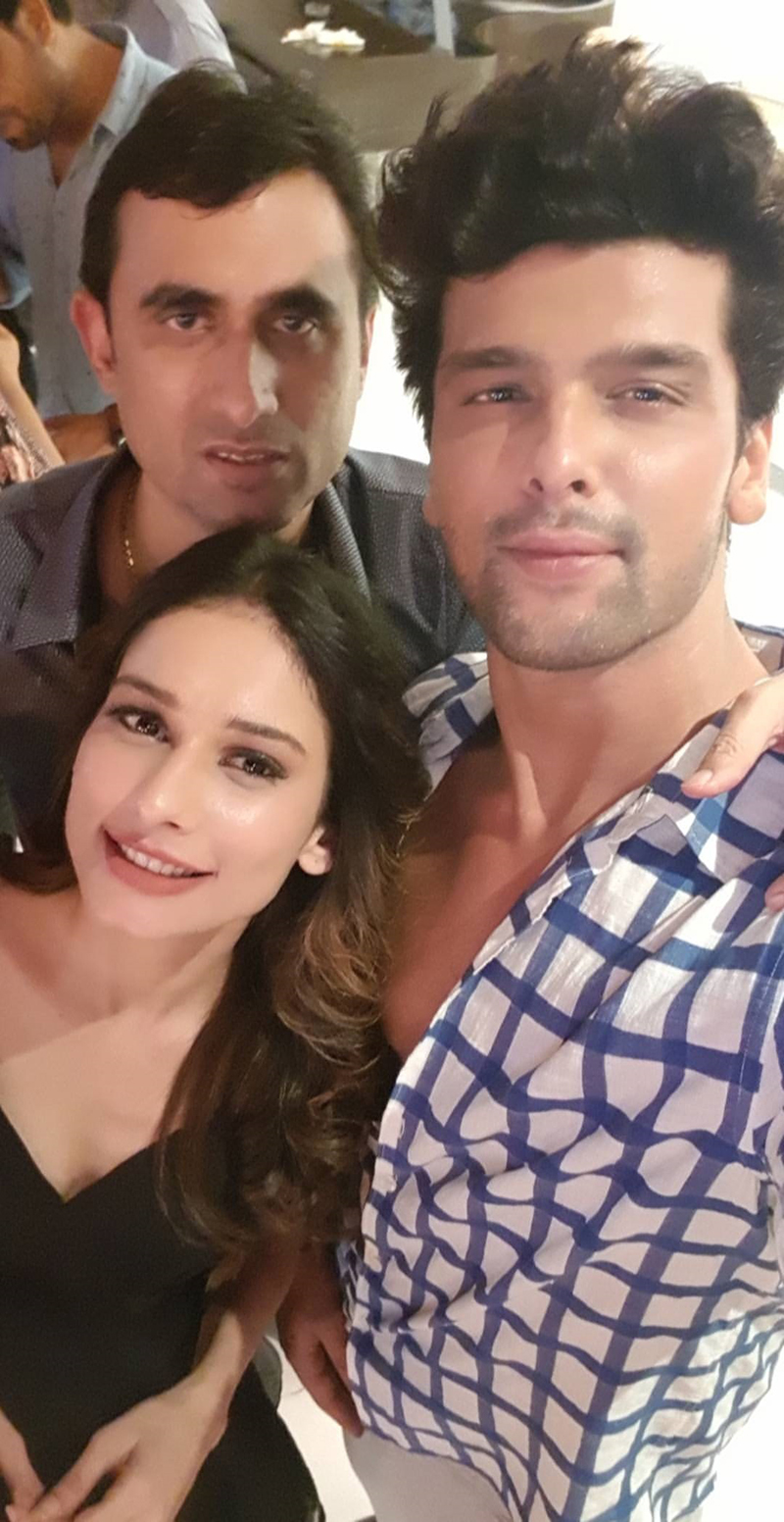kushal tandon aneri vajani at beyhadh wrap up shoot