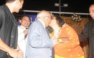 Ram Jethmalani And Leena Chandavarkar Lock Lips