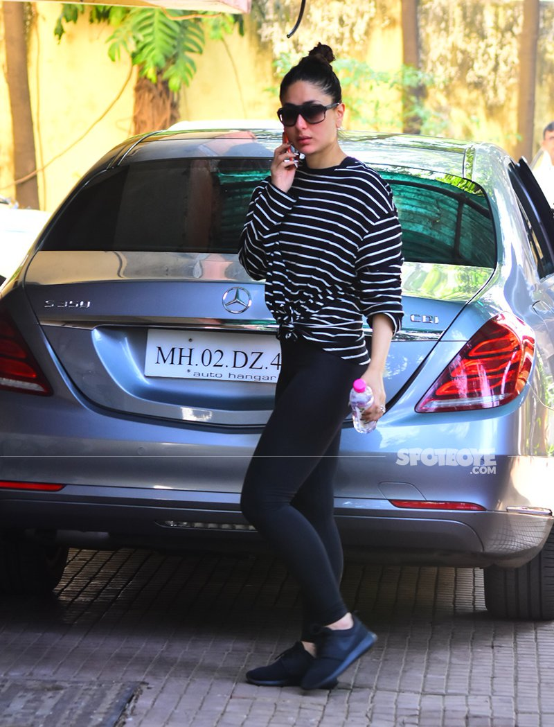 looks like kareena kapoor is having a serious conversation with someone over the phone