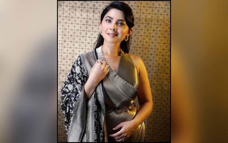 Sonalee Kulkarni Looks Mesmerizing In A Monochrome Picture In A Black Summer Dress