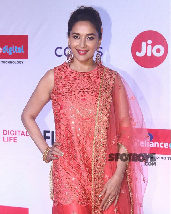 madhuri dixit at jio filmfare marathi awards 2017