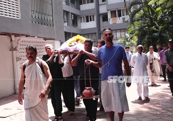 mahesh bhatt at kalpana lajmi funeral