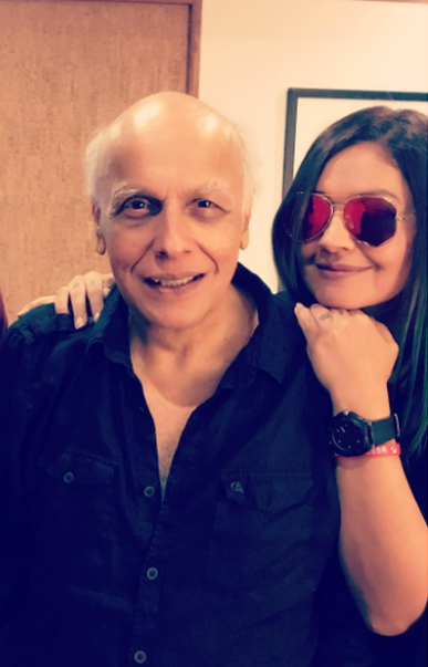 mahesh bhatt with daughter pooja