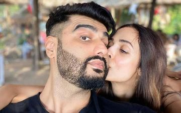 New Year 2020: Malaika Arora Plants A Kiss Of Love On Boyfriend Arjun Kapoor's Cheek; New Year Just Got Better