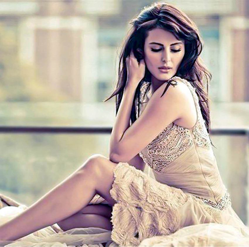 mandana karimi poses for a photoshoot