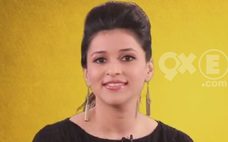 Hot Mannara Chopra Decodes Her Style | Chic Kabab