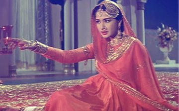 NOSTALGIA DIARIES: Inhi Logon Ne Le Liya Dupatta Mera; 1 Song, 3 Different Movies