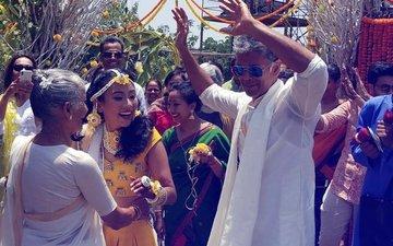 अलीबाग में शुरू हुआ मिलिंद सोमन और अंकिता के शादी का फंक्शन, देखिए हल्दी की तस्वीरें