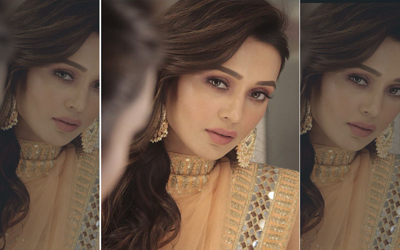 Mimi Chakraborty Looks Like A Vision In White Kurta; Shares A Pic On Instagram