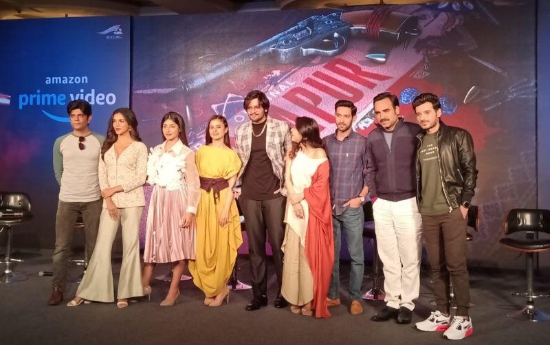'मिर्जापुर' के रिलीज़ के पहले एक बार फिर साथ आई कास्ट एंड क्रू, देखिये तस्वीरें