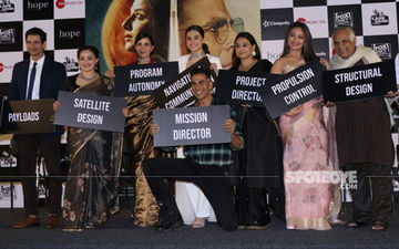 Mission Mangal Trailer Launch: Akshay Kumar, Vidya Balan, Sonakshi Sinha, Taapsee Pannu Team Up For The Paps