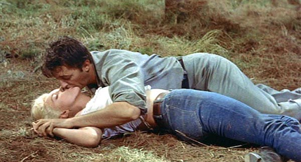 mitchum kissing simone