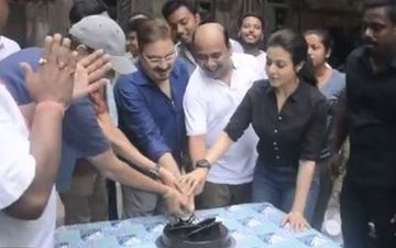 Mitin Mashi: Bollywood Actor Vinay Pathak Completes Shoot, Team Celebrates On The Set